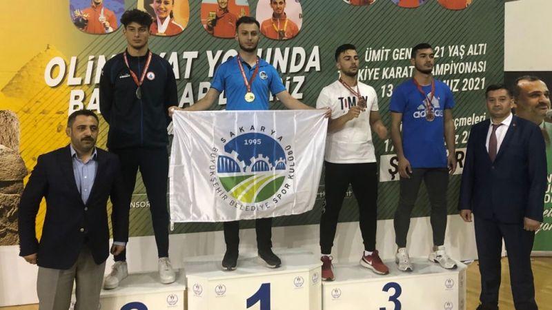 Büyükşehirli karateci Türkiye Şampiyonu