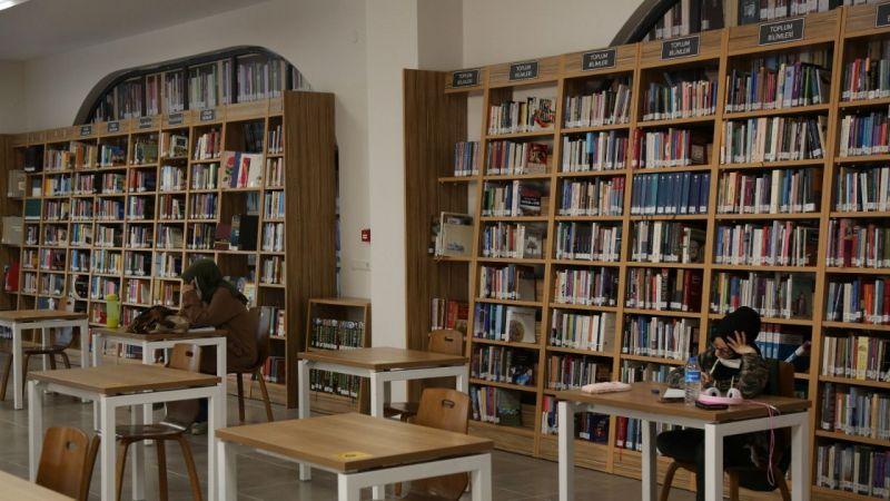 Haftanın 7 günü hizmet veren kütüphane