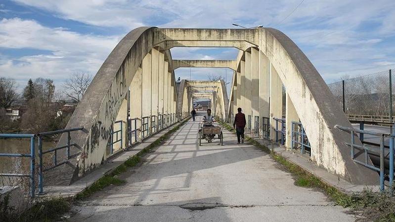 Eski Sakarya Köprüsü'nün korkulukları yenilenecek