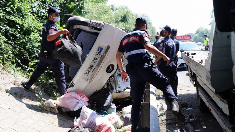 TEM'de kaza: 3'ü çocuk 6 yaralı