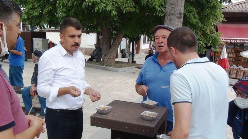 Taraklı'da belediye aşure dağıttı