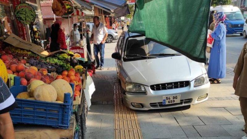 Karaağaç'ta otomobil dükkana girdi