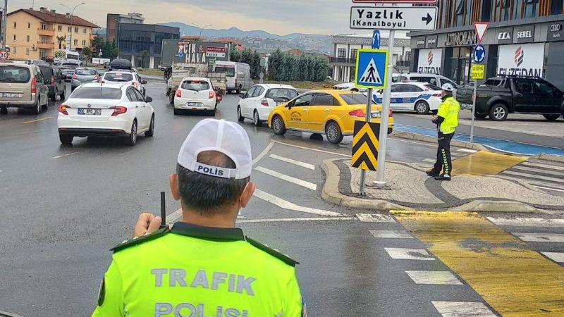 Trafik ekipleri yoğun mesai yaptı