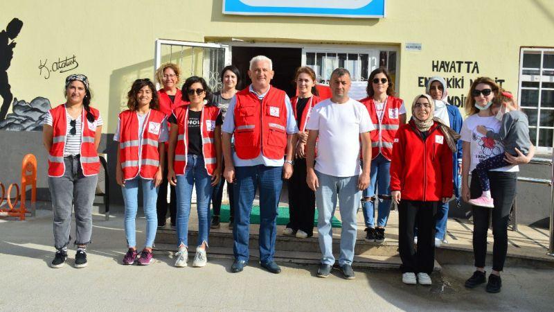 Kızılay gönüllüleri okul duvarlarını boyadı