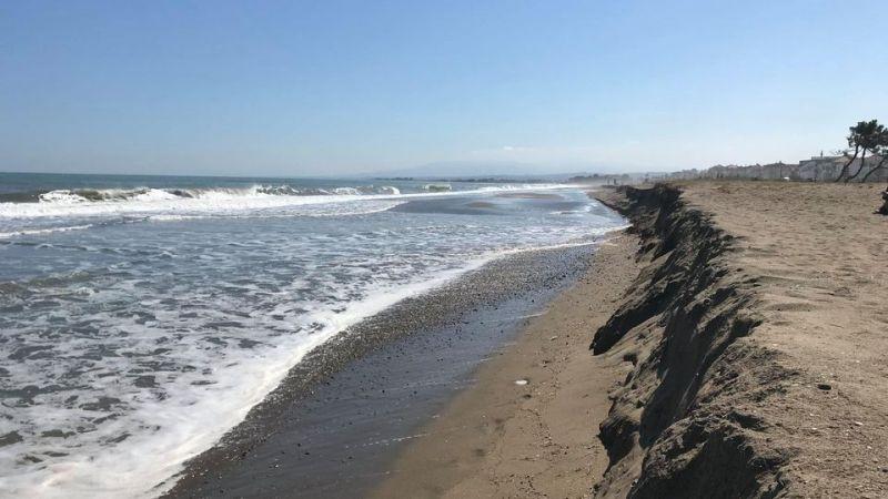 Dalgalar, Karasu'da kıyıyı yuttu
