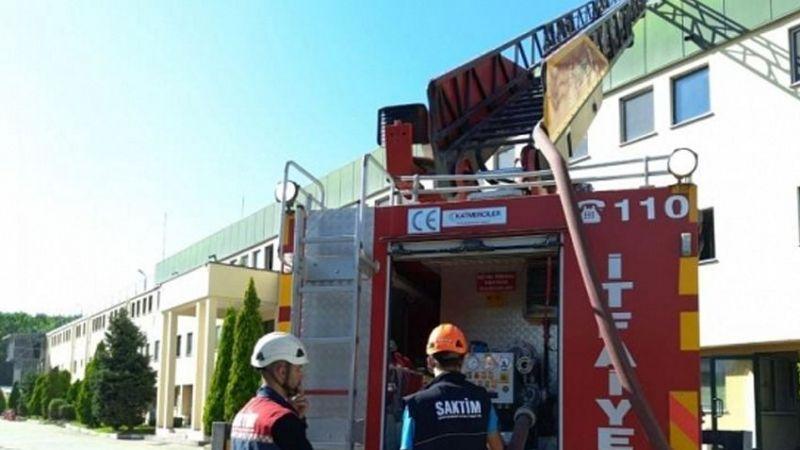 Akyazı'da fabrikanın çatısı yandı