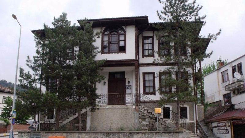 Taraklı Kültür Evi'nin kapısına kilit vuralım!