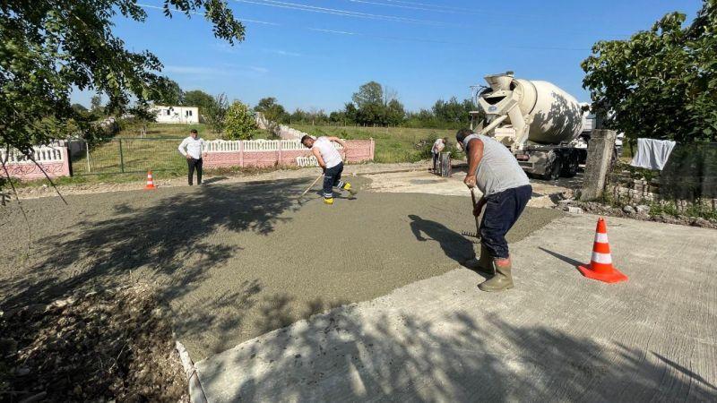 Arifiye'de beton yol çalışması