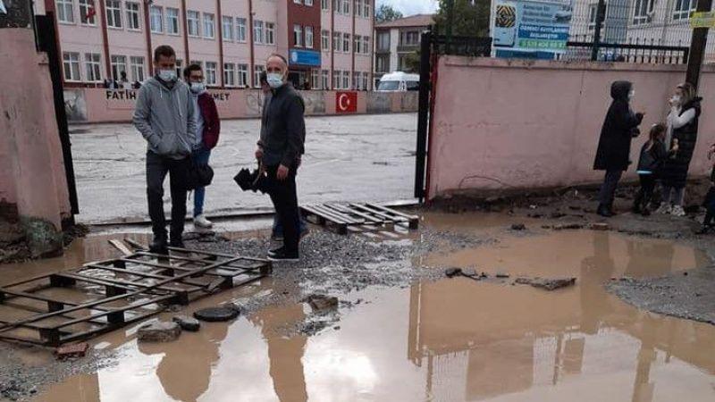 Burası Karasu'da bir okulun yolu