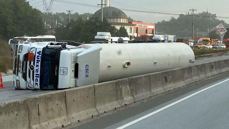 Gaz dolu tanker yan yattı