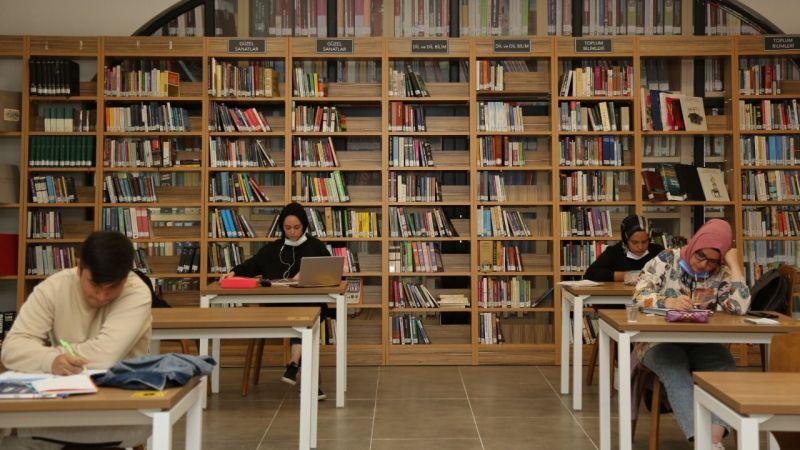 Serdivan'da 11 bin kitap okuyucuyla buluşuyor