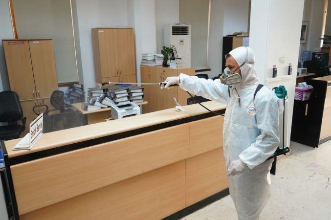 Ayvalık Belediyesi'nden hizmet binalarına Koronavirüsü ilaçlaması