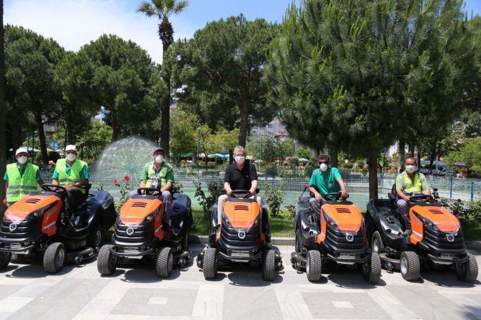 Edremit Belediyesi'nde yeni nesil çim traktörü
