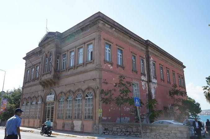 Ayvalık Belediyesi'nin yüzde 50'si tarihi Vergi Dairesibinasına taşınıyor
