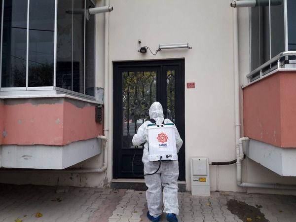 Koronavirüs vakası görülen apartmanlar ilaçlanıyor