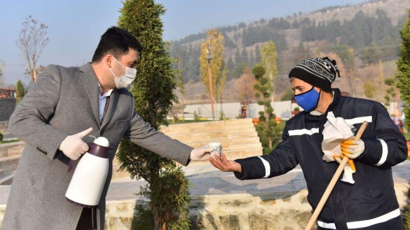 Başkan Hasan Avcı'dan çay ve simit ikramı