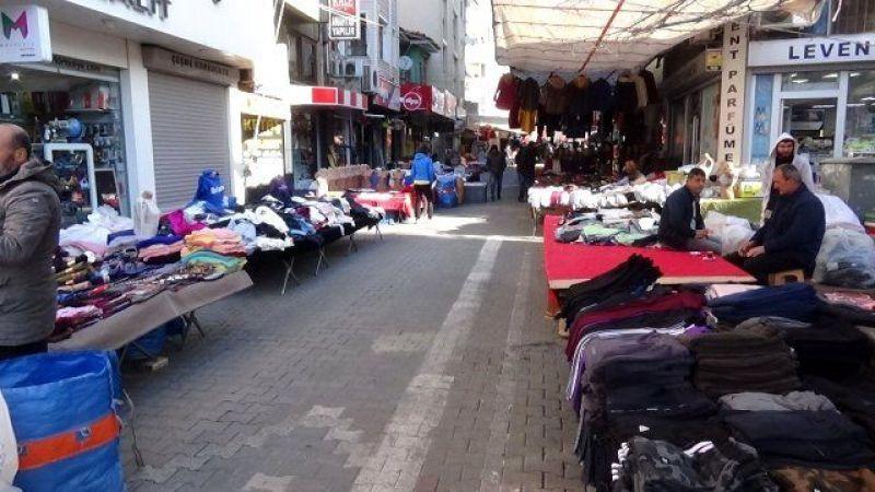 Edremit'te pazarlara ve AVM'lere kişi kısıtlaması