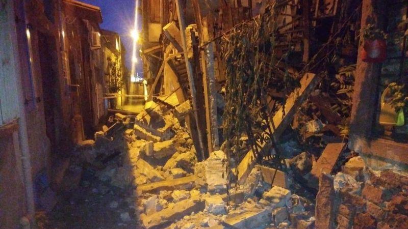 Ayvalık'ta yağış tarihi evleri yıktı