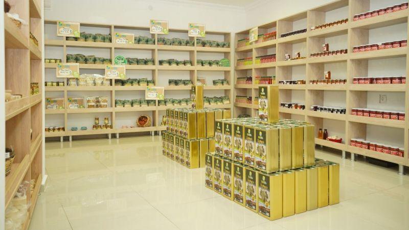 Ayvalık'ta Üretim ve Pazarlama Kooperatifinin satış mağazası açıldı
