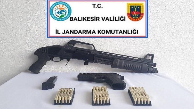 Jandarma Silah ve Aranan Şahısları Yakaladı