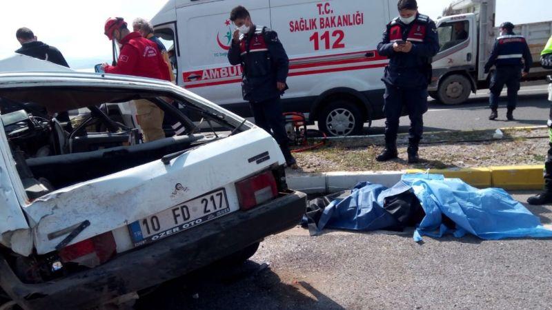 Altınoluk'ta feci kaza:1 ölü 2 yaralı