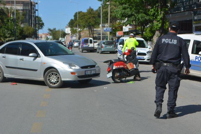 Otomobil ile motosiklet çarpıştı; İki bekçi yaralandı