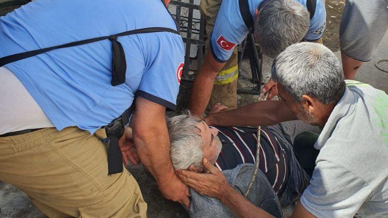 Kuyuya düşen yaşlı adamı itfaiye kurtardı