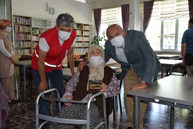 Yakup Özbek'ten Kızılay Huzurevi Ziyareti