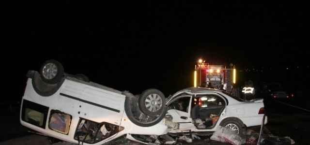 Trafik kazası 4 can aldı