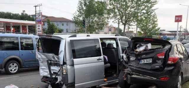 Zincirleme kaza: 1 ölü 23 yaralı