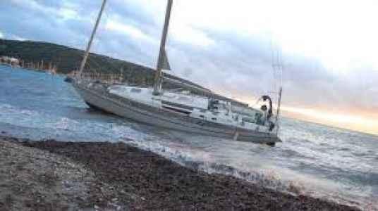 Rus turistleri taşıyan tekne karaya sürüklendi