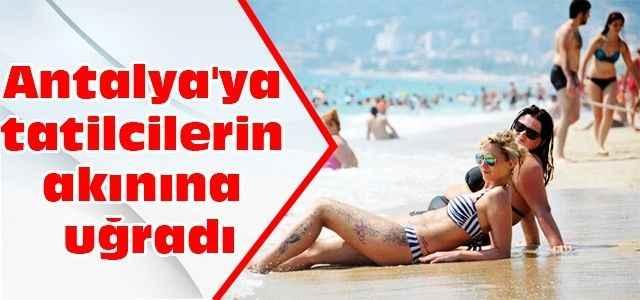 Antalya'ya tatilcilerin akınına uğradı