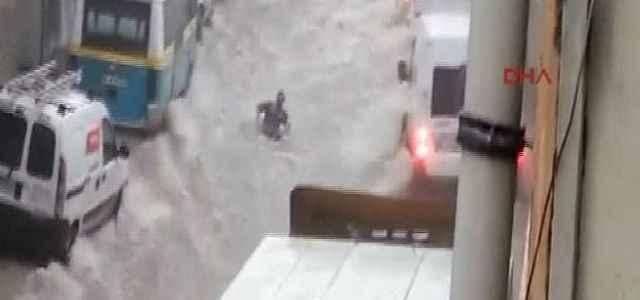 İzmir'de sel kazası: 1 ölü