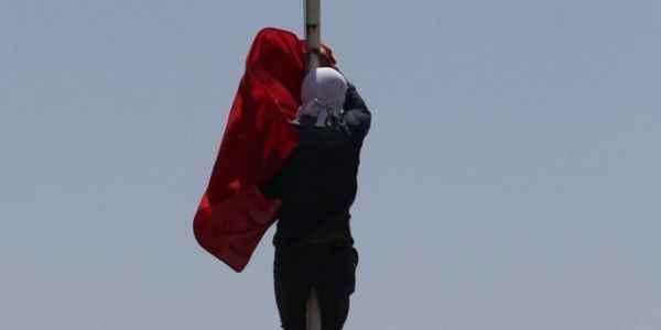 Bayrağı indiren kişi yakalandı