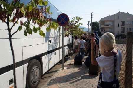 Turistleri taşıyan otobüs kovalamacayla yakalandı