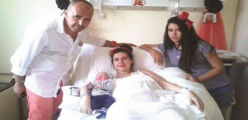 Mustafa Kemal bebek dünyaya gözlerini açtı