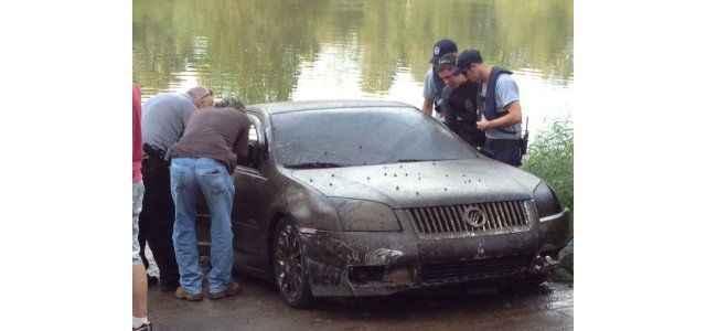 Otomobil nehre düştü