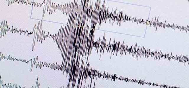 Açıklarda iki deprem