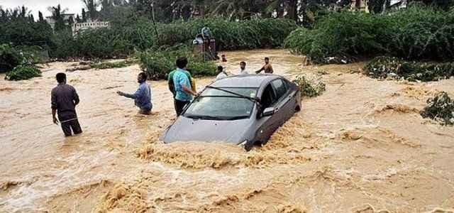 Şiddetli yağışlar 135 can aldı