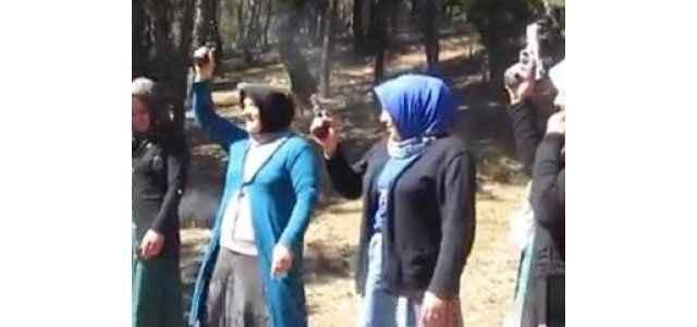 Köy şenliğinde silah şovu