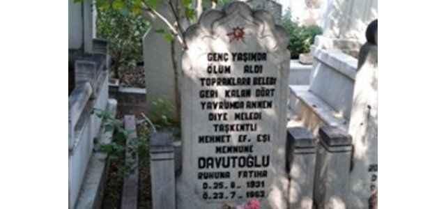 Davutoğlu'nun annesinin mezar taşında yazan ağıt