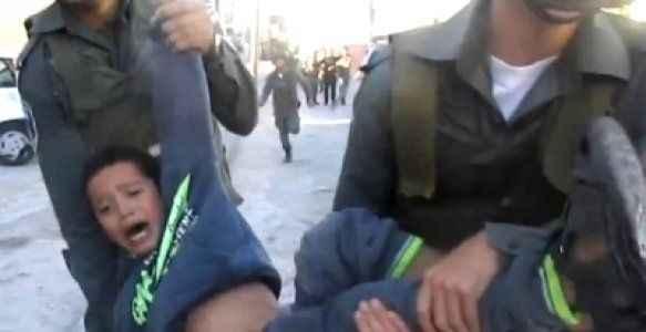 Filistinli iki çocuk gözaltına alındı
