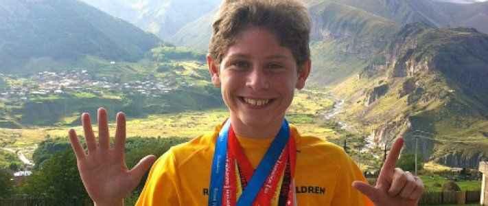 11 yaşında 7 kıtada maraton koştu