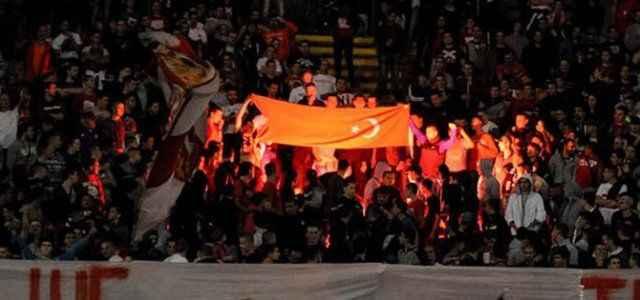 Türk bayrağı yakıp Fenerbahçe'ye küfrettiler