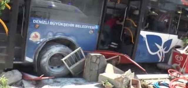 Garip bir otobüs kazası 1 ölü
