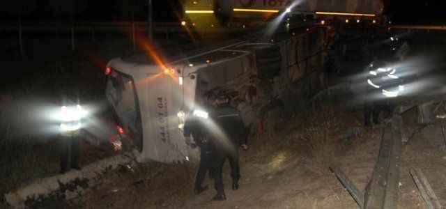 Yolcu otobüsü devrildi: 23 yaralı
