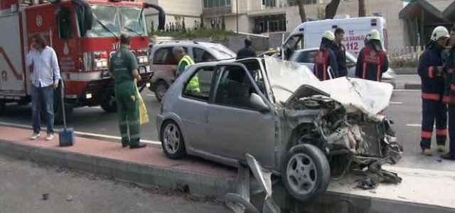 Kaza yapan araç alev aldı: 2 yaralı