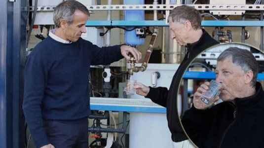 Dünyanın en zengin adamı idrardan yapılan suyu içti
