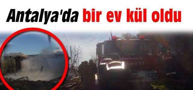 Antalya'da bir ev kül oldu