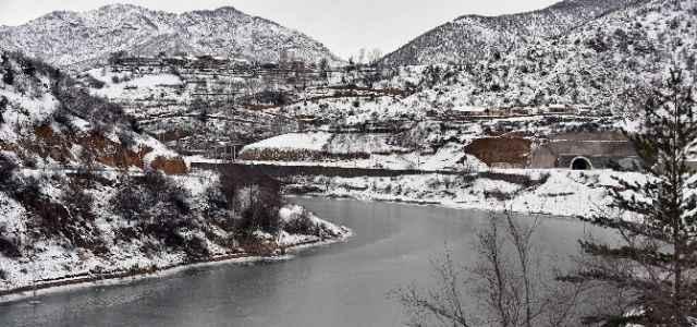 Soğuklar baraj dondurdu